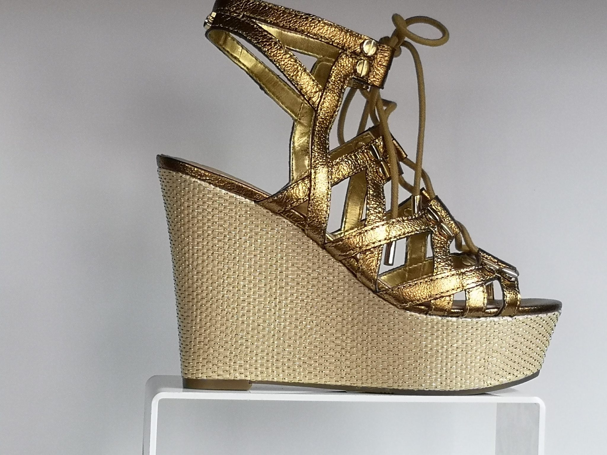 Romana Zapatos Guess Sandalia Mondo Cuña He2ybewd9i htsdQrC