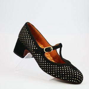 zapato chie mihara. Cierre en t con hebilla. ante negro con topos metalizados oro. tacón bajo