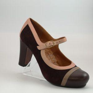 Zapato pulsera burdeos. Chie Mihara