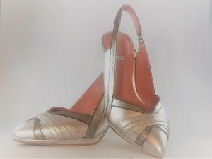 Zapato salón destalonado en plata